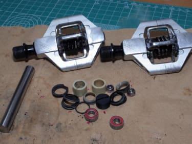 クランクブラザーズのペダルリフレッシュキットとDIXNA ペダルスペーサーを組み込む